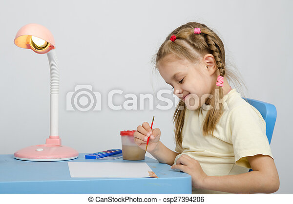 In a six-year girl turns drawing inks - csp27394206