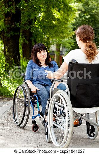 incapacitado, hablar, sillas de ruedas, niñas, durante - csp21841227