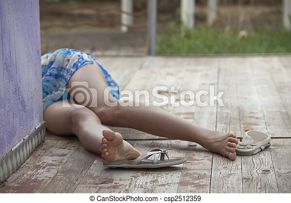 inconscient, femme, victime - csp2512359