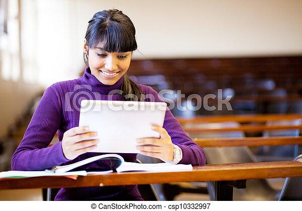 indianas, tabuleta, computador, estudante universitário, usando - csp10332997