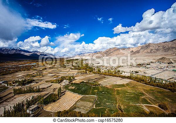indie, ladakh, indianin, himachal, himalaje, pradesh - csp16575280