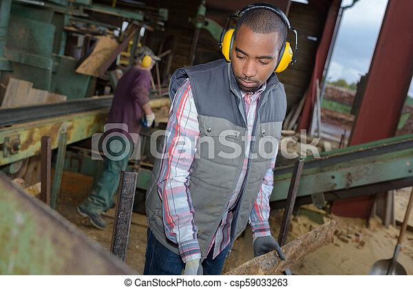 Trabajador industrial - csp59033263