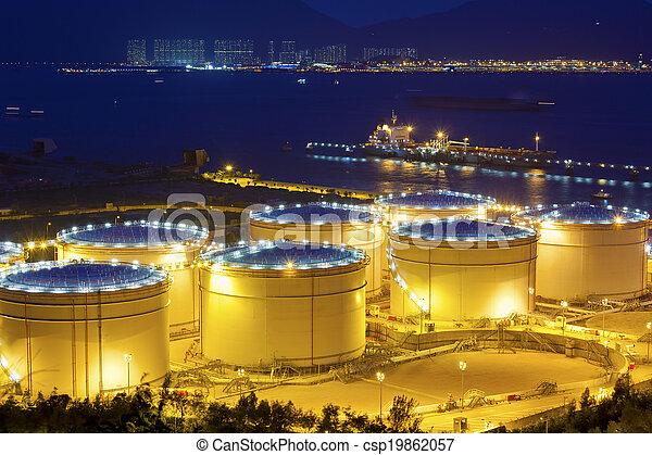 industriel, grand, raffinerie, huile, réservoirs, nuit - csp19862057