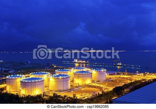 industriel, grand, raffinerie, huile, réservoirs, nuit - csp19862085
