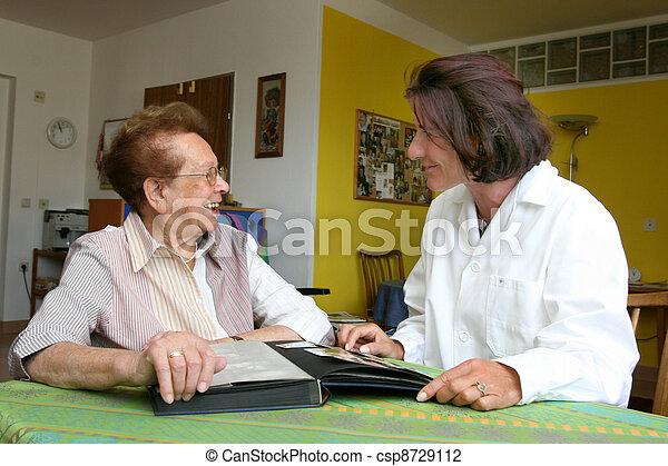 infirmière, personne âgée - csp8729112