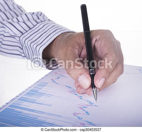 Empresario analizando el informe de datos - csp30453537