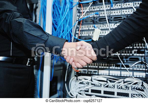 ingénieur, salle serveur, réseau, il - csp6257127