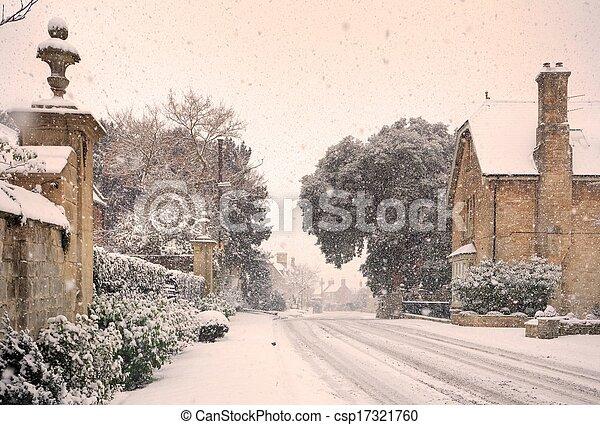 Pueblo inglés con nieve - csp17321760