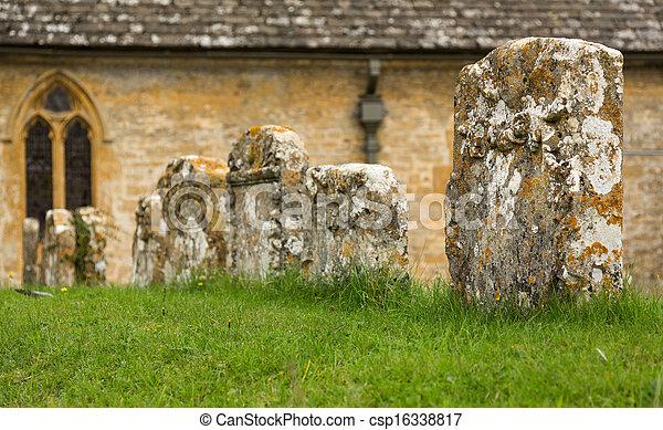 La vieja iglesia del distrito de Inglaterra - csp16338817