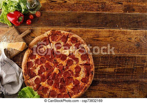 ingredients., pepperoni, encore, pizza, table., sommet, vue., copie, space., bois, vie - csp73832169