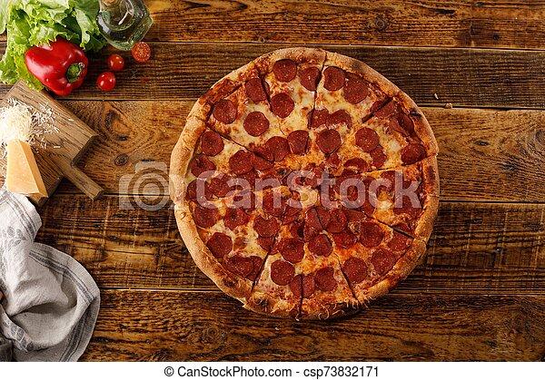 ingredients., pepperoni, encore, pizza, table., bois, vie - csp73832171
