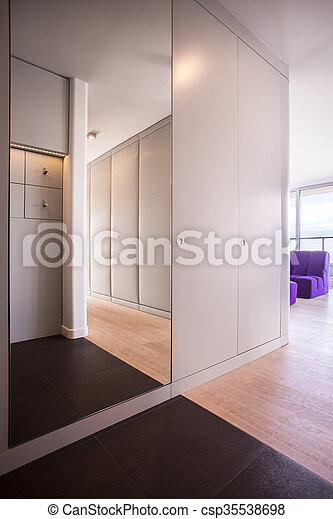 Innenarchitektur Halle innenarchitektur halle groß design spiegel stockfotos