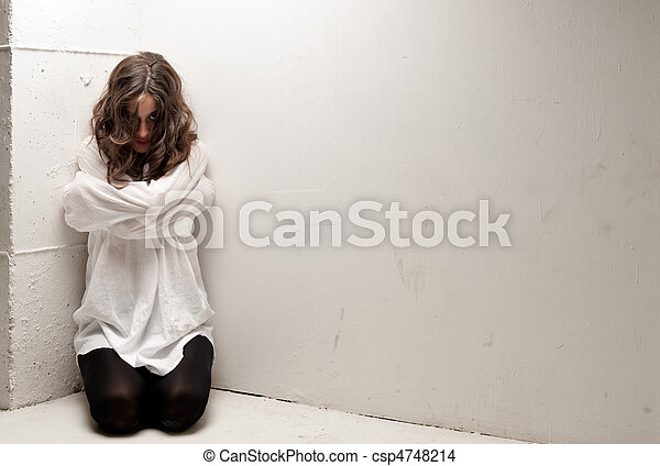 insano, joelhos, mulher, olhando jovem, câmera, straitjacket - csp4748214