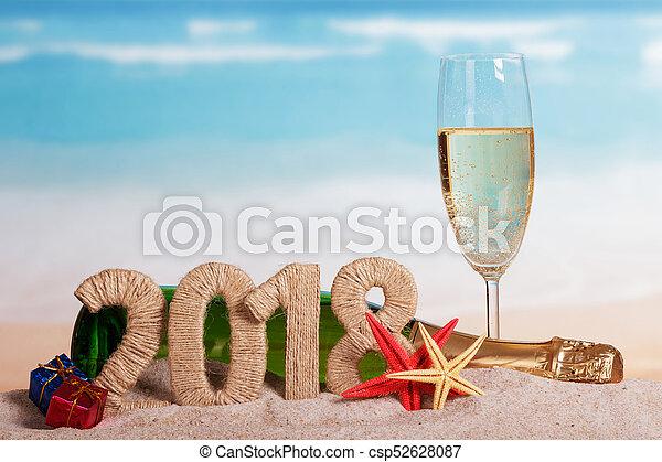 inscription, plage., etoile mer, champagne, verre, sable, dons, bouteille, année, nouveau, 2018 - csp52628087