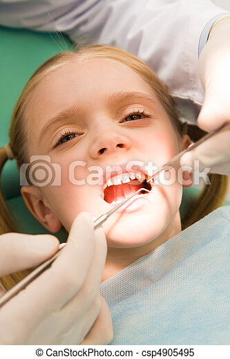 Inspection of oral cavity - csp4905495