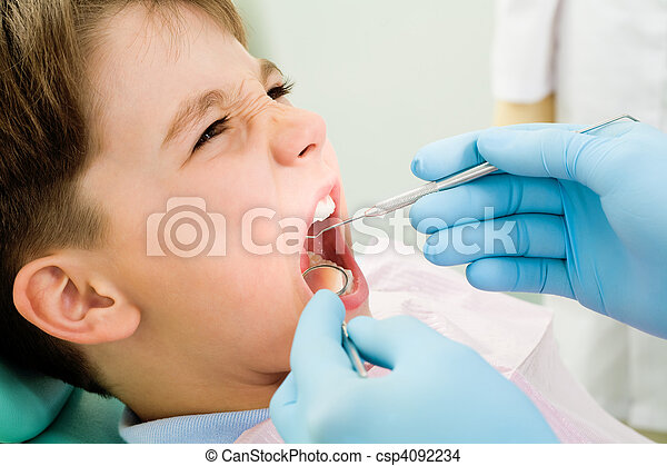Inspection of oral cavity - csp4092234