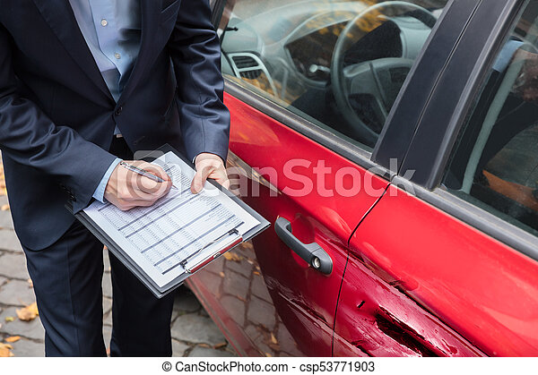 Car Insurance After Accident >> Insurance Agent Examining Car After Accident