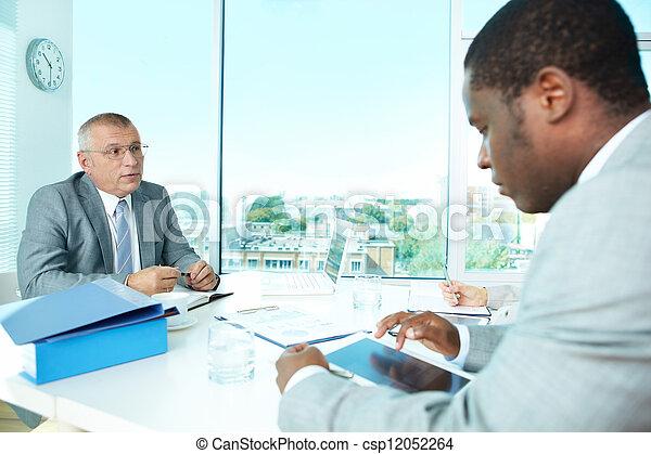 Interacción de negocios - csp12052264