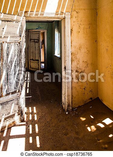 interior, casa - csp18736765