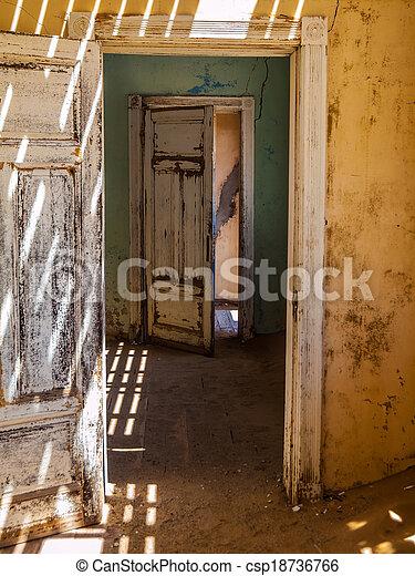 interior, casa - csp18736766