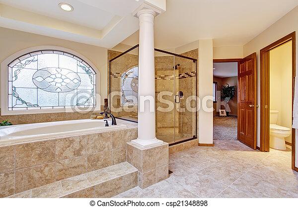 Interior, cuarto de baño, lujo, columnas. Cuarto de baño, puerta ...