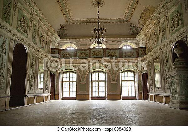 Foto presentando el interior del palacio - csp16984028