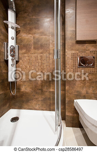 Azulejos marrones en el interior del baño. Un primer plano ...