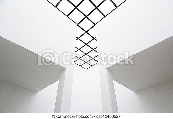 Interior vacío con techo translúcido - csp12400527