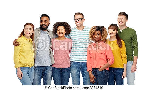Grupo internacional de gente feliz sonriendo - csp43374819