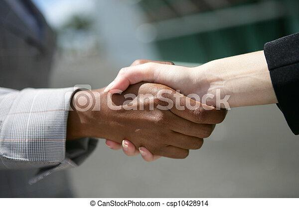 interracial, 握手, ビジネス - csp10428914
