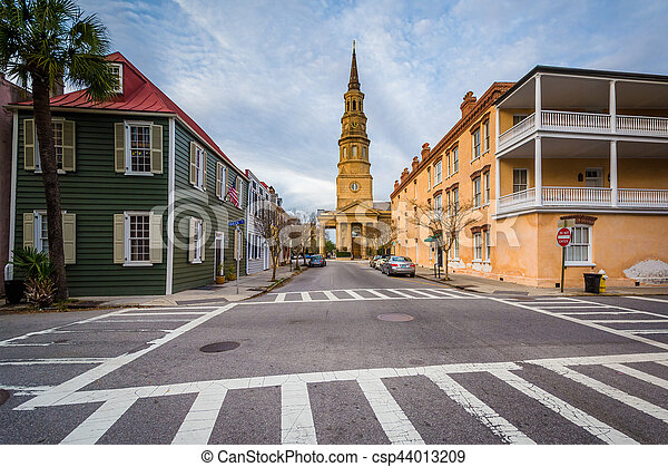 Intersection and historic buildings, in Charleston, South Carolina. - csp44013209