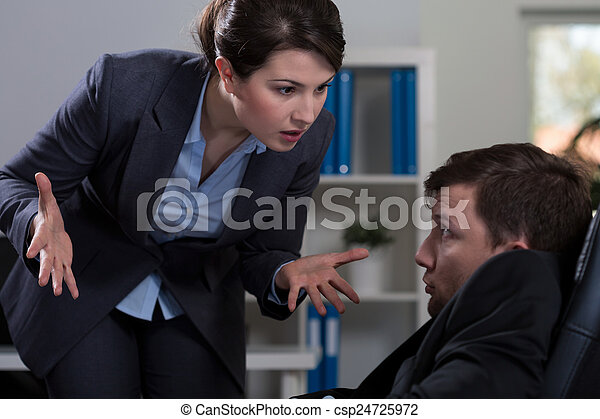Abusamiento en el lugar de trabajo - csp24725972