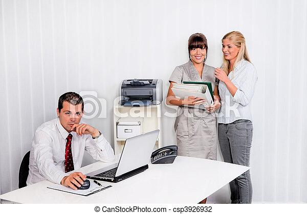 intimider, lieu travail, bureau - csp3926932