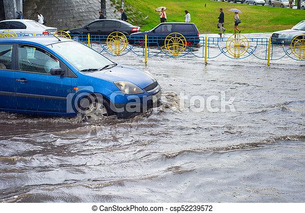Problemas de tráfico. Camino inundado - csp52239572