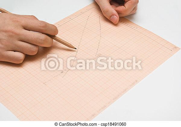 Investigador sosteniendo datos de análisis de lápiz - csp18491060
