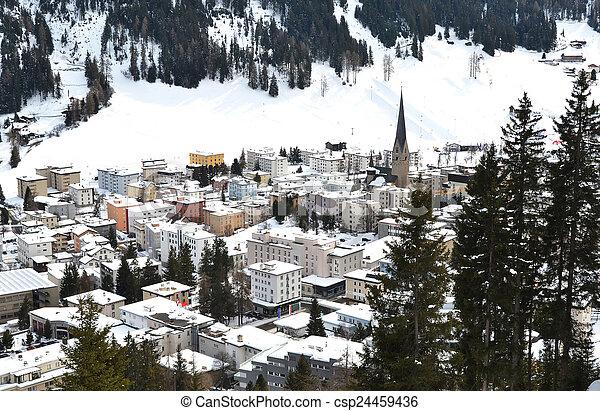 Vista de invierno de Davos, famoso centro turístico de esquí suizo - csp24459436