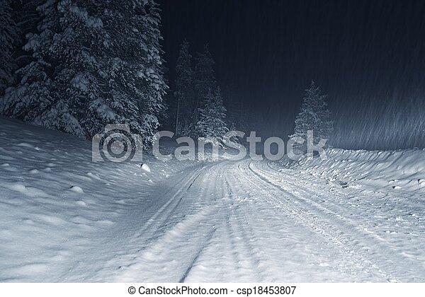 Tormenta de invierno por la noche - csp18453807