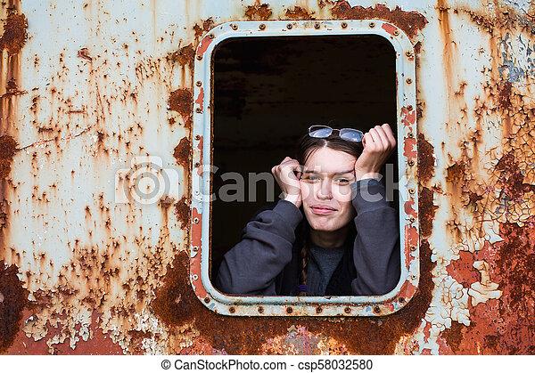 ipari, elhagyatott, fiatal, space., woman portré - csp58032580