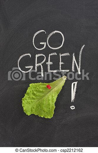 Ve al concepto verde en la pizarra - csp2212162