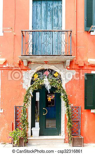 La isla de Burano. Italia. - csp32316861