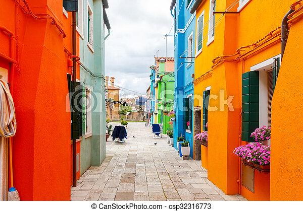 La isla de Burano. Italia. - csp32316773