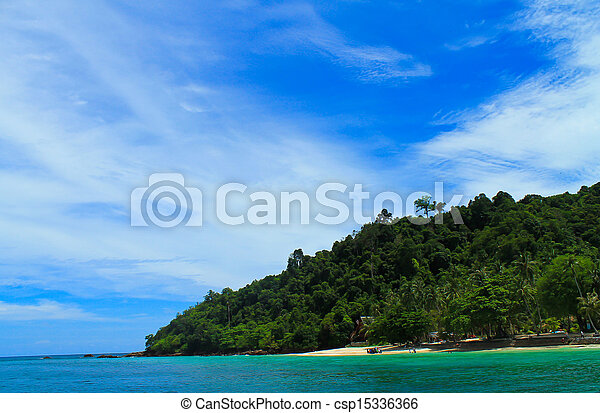 Island in the sea. - csp15336366