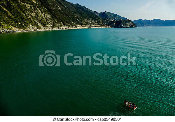 island in the sea - csp85498501