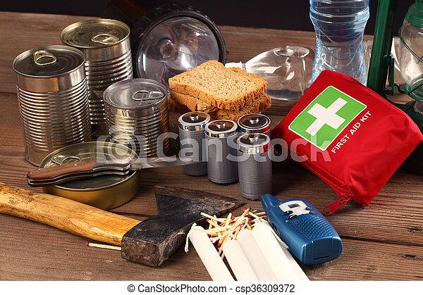 items, noodgeval - csp36309372