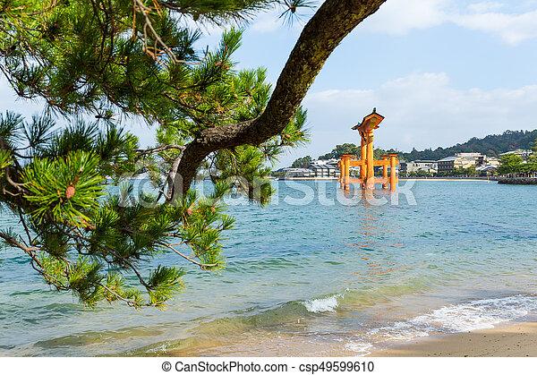 itsukushima shrine, giapponese - csp49599610