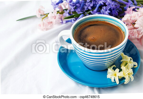 jacinthe-caf%C3%A9-fleurs-tasse-image_csp46748615.jpg
