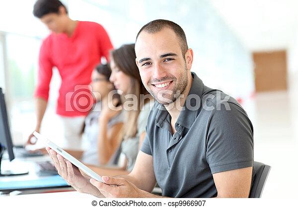 jaga, utbildning, le, student, stående - csp9966907