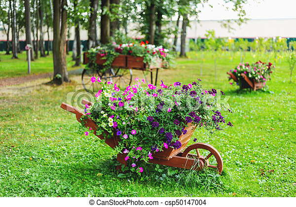 Jard n formado de madera arriate decoraci n flowers for Arriate jardin