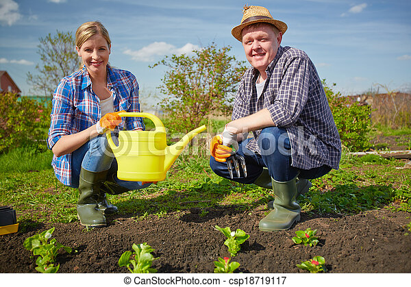 Jard n ocio imagen pareja jard n trabajando for Ocio y jardin