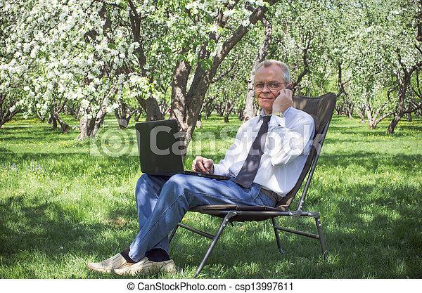 jardin, printemps, courant, usages, internet, homme affaires - csp13997611